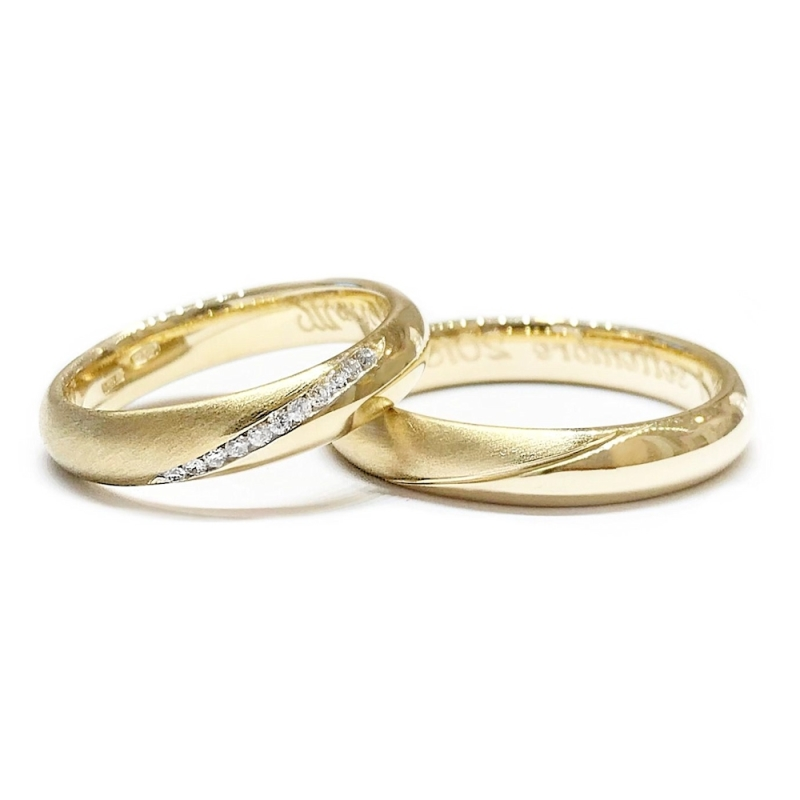 Two Wedding Rings in Yellow Gold with Natural Diamonds